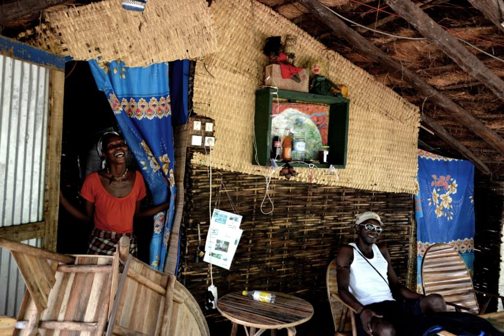 Restaurante local en Elinkine, Senegal.